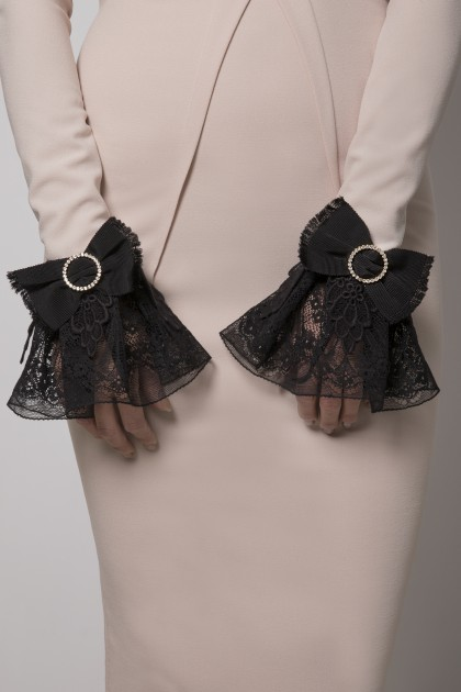 LACE CUFFS WITH SWAROVSKI BOWS