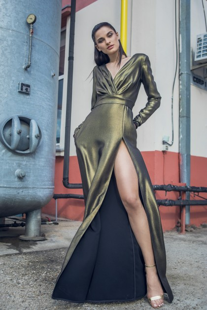 LONG SLEEVED METALLIC CREPE GOWN