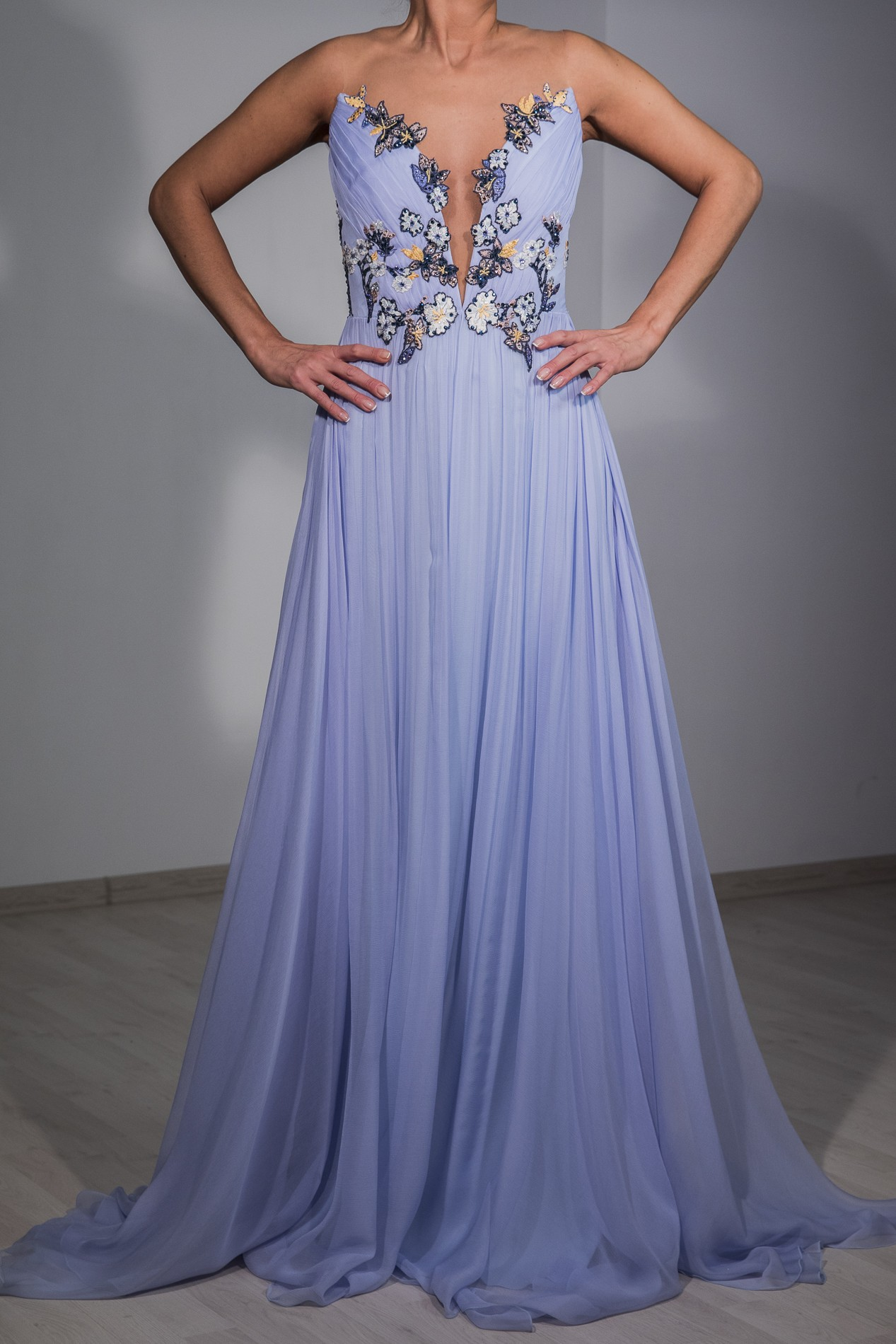 SHINY LACE AND TULLE EVENING GOWN - Rhea Costa-Shop