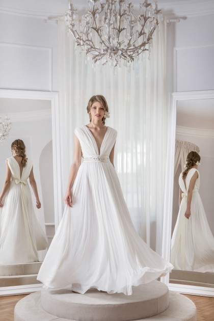 SLEEVELESS V-NECK SILK TULLE WEDDING GOWN