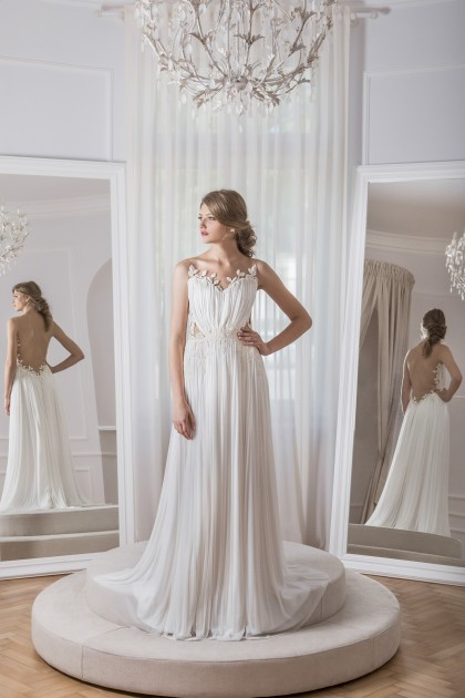HEART-SHAPED LACE AND SILK TULLE GOWN