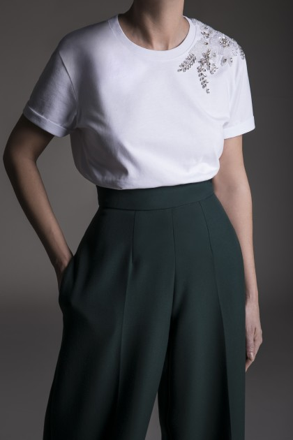 CLASSIC T-SHIRT WITH RICH ONE SHOULDER EMBROIDERY