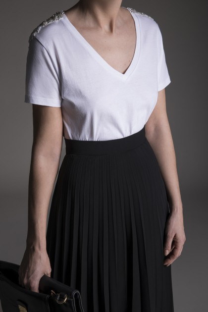 V NECKLINE T-SHIRT WITH CRYSTAL EPAULETTES EMBROIDERY