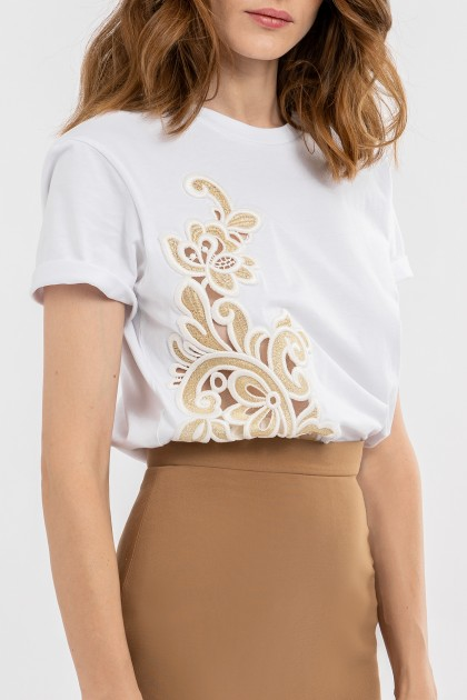 CUT OUT RICH EMBROIDERY CLASSICAL NECKLINE T-SHIRT WHITE
