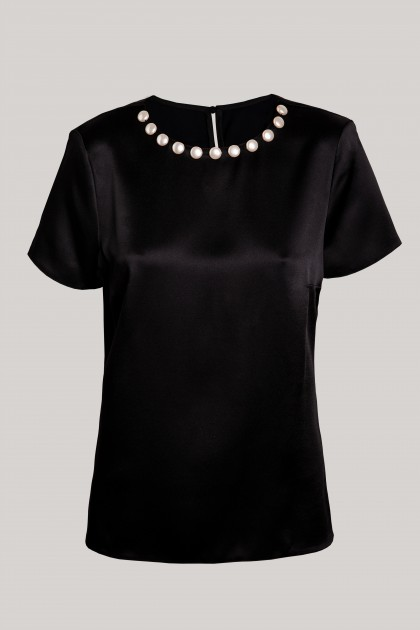 PEARLS NECKLACE BLACK SILK T-SHIRT