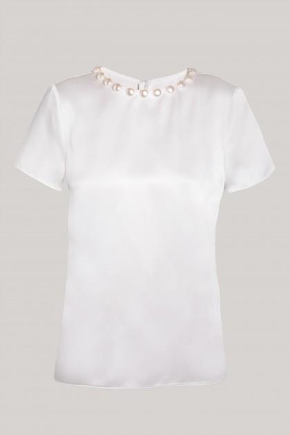 PEARLS NECKLACE WHITE SILK T-SHIRT